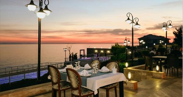 Silivri Hotel Selimpaşa Konağı'nda deniz manzarası eşliğinde akşam yemeği 75 TL! Fırsatın geçerlilik tarihi için DETAYLAR bölümünü inceleyiniz.