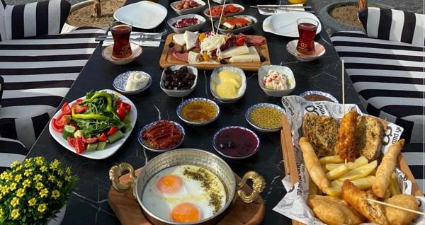 Güzelbahçe Me And You Cafe'de sınırsız çay eşliğinde serpme kahvaltı keyfi ve Türk kahvesi ikramı 80 TL yerine 55 TL! Fırsatın geçerlilik tarihi için DETAYLAR bölümünü inceleyiniz.