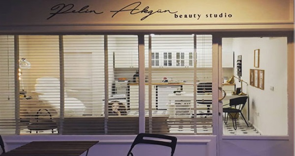 Aliağa Pelin Akgün Beauty Studio'da kalıcı oje uygulaması 80 TL yerine 29,90 TL! Fırsatın geçerlilik tarihi için DETAYLAR bölümünü inceleyiniz.
