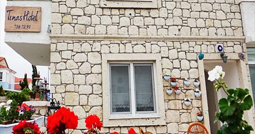 Tınas Hotel Alaçatı'da standart odada çift kişilik 1 gece konaklama 160 TL yerine 99 TL! Fırsatın geçerlilik tarihi için DETAYLAR bölümünü inceleyiniz.