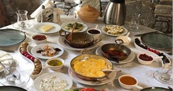 Efes Konakları Şirince'de tadına doyamayacağınız lezzetlerle serpme kahvaltı keyfi kişi başı 45 TL yerine 34,90 TL! Fırsatın geçerlilik tarihi için DETAYLAR bölümünü inceleyiniz.