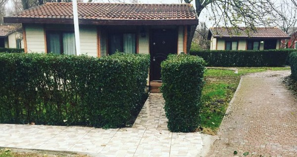 İstanbul'un yemyeşil komşusu Yalova Termal Green Garden'ın jakuzili bungalov odalarında kahvaltı dahil çift kişilik 1 gece konaklama 249 TL! Fırsatın geçerlilik tarihi için, DETAYLAR bölümünü inceleyiniz.