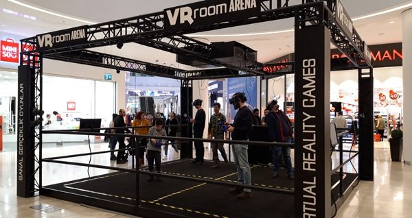 VR ROOM ile sanal gerçeklik heyecanı! Bayram tatilinde de geçerli Emaar AVM'de haftanın her günü 30 dakikalık sanal gerçeklik heyecanı 44,90 TL! Fırsatın geçerlilik tarihi için DETAYLAR bölümünü inceleyiniz.