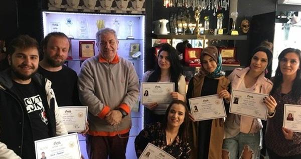 Yedisanat Akademi'den Makyaj Sanatçısı CORCİ İle Profesyonel Makyaj Workshop 149 TL! Fırsatın geçerlilik tarihi için DETAYLAR bölümünü inceleyiniz.