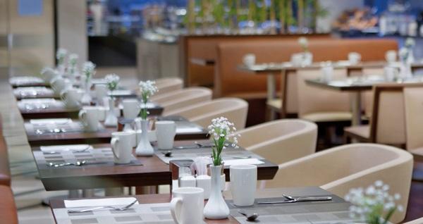 Beylikdüzü Hilton Garden Inn Hotel'de muhteşem lezzetlerle dolu iftar menüsü 59,90 TL! Bu fırsat 16 Mayıs - 14 Haziran 2018 tarihleri arasında, iftar saatinde geçerlidir.