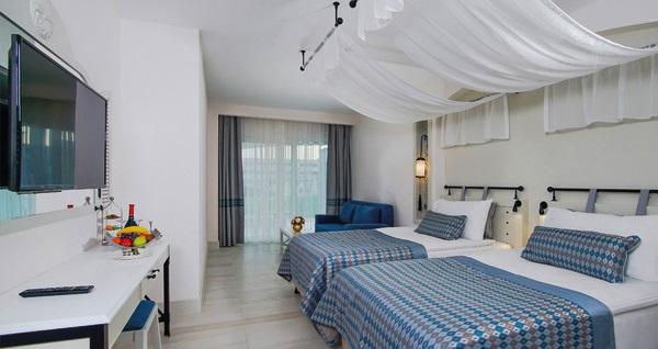 Limak Cyprus Deluxe Hotel'de ULTRA HER ŞEY DAHİL uçaklı konaklama paketleri kişi başı 1.399 TL'den başlayan fiyatlarla! Detaylı bilgi ve rezervasyon için hemen 0850 532 50 76 numaralı telefonu arayın!