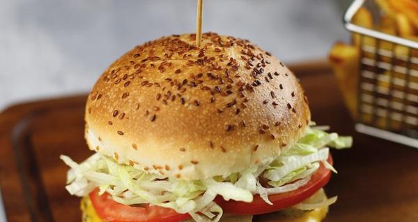 A City AVM Burger Station'da sınırsız içecekli tamamen doğal, birbirinden lezzetli ev yapımı burger menüleri 17,90 TL! Fırsatın geçerlilik tarihi için DETAYLAR bölümünü inceleyiniz.