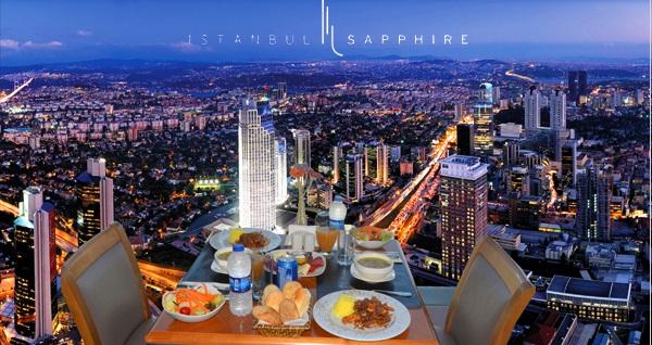 Avrupa'nın en yüksek binası Sapphire'in Seyir Terası'nda bulunan Vista Cafe & Bistro'da 1 kişilik iftar menüsü 95 TL! Bu fırsat 6 Mayıs - 3 Haziran 2019 tarihleri arasında, iftar saatinde geçerlidir.