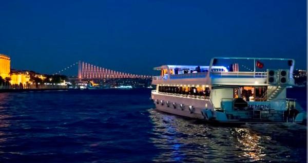 Seremoni Teknesi'nde Boğaz'da canlı müzik eşliğinde yemek 159 TL yerine 119 TL! Fırsatın geçerlilik tarihi için DETAYLAR bölümünü inceleyiniz.