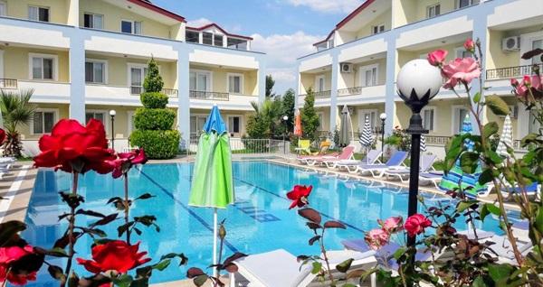 Kuşadası Melodi Club Hotel'de aquapark havuz kullanımı dahil çift kişilik odalarda yarım pansiyon 1 gece konaklama kişi başı 139,50 TL'den başlayan fiyatlarla! Fırsatın geçerlilik tarihi için, DETAYLAR bölümünü inceleyiniz.