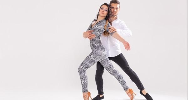 Antalya Dans Kursu Dancelife'ta yetişkinler için 4 saatlik ''Salsa & Bachata'' eğitimi 150 TL yerine 19,90 TL! Fırsatın geçerlilik tarihi için DETAYLAR bölümünü inceleyiniz.