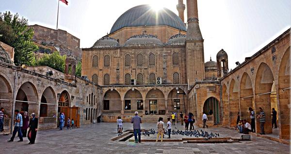 İzmir kalkışlı her Cumartesi hareketli 2 gün 1 gece konaklamalı UÇAKLI Şanlıurfa - Mardin turu kişi başı 1100 TL! Fırsatın geçerlilik tarihi için DETAYLAR bölümünü inceleyiniz.