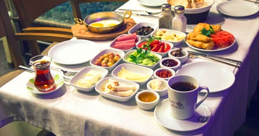 Beşiktaş Mis Cafe'de serpme kahvaltı 19,90 TL! Fırsatın geçerlilik tarihi için DETAYLAR bölümünü inceleyiniz. Haftanın her günü 08.00-15.00 saatleri arasında geçerlidir.