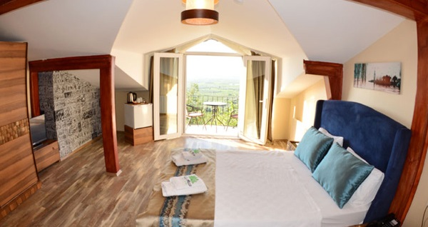 İznik Villa Manço Butik Otel'de HAFTA İÇİ Çift Kişilik 1 Gece Oda Kahvaltı Konaklama 249 TL! Fırsatın geçerlilik tarihi için DETAYLAR bölümünü inceleyiniz.