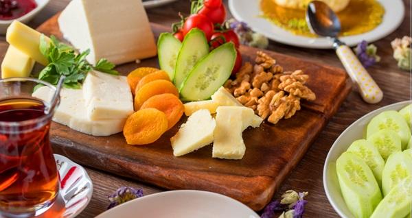 Beşiktaş Şen Şakrak Restaurant'ta çift kişilik serpme kahvaltı 99 TL! Fırsatın geçerlilik tarihi için DETAYLAR bölümünü inceleyiniz.