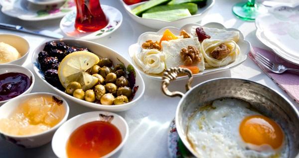 Çankaya Engelsiz Dünya Cafe'de sınırsız çay ve Türk kahvesi eşliğinde serpme kahvaltı kişi başı 19 TL! Fırsatın geçerlilik tarihi için, DETAYLAR bölümünü inceleyiniz.