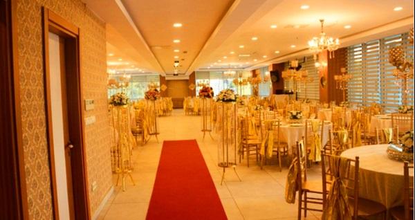 Beylikdüzü'nün merkezi Sarissa Hotel'de semazen ve tasavvuf müziği eşliğinde açık büfe iftar menüsü kişi başı 65 TL! Bu fırsat 6 Mayıs - 3 Haziran 2019 tarihleri arasında, iftar saatinde geçerlidir.