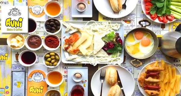 Güzelyalı Avni Bistro Cafe'de enfes lezzetler eşliğinde çift kişilik serpme kahvaltı 48 TL! Fırsatın geçerlilik tarihi için, DETAYLAR bölümünü inceleyiniz.