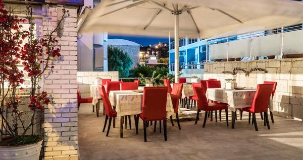 Çeşme Otel Yeni'de zengin lezzetlerden oluşan serpme kahvaltı keyfi 29,90 TL! Fırsatın geçerlilik tarihi için, DETAYLAR bölümünü inceleyiniz.