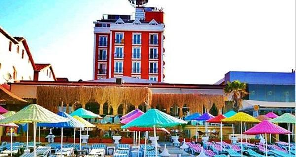Denize sıfır Kumburgaz Blue World Hotel'de özel plaj, havuz kullanımı ve hamburger menü kişi başı 120 TL yerine 99 TL! Fırsatın geçerlilik tarihi için DETAYLAR bölümünü inceleyiniz.