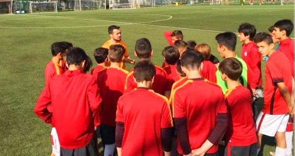 Galatasaray Futbol Okulu Ayazağa'da 1 aylık futbol eğitimi 180 TL yerine 79 TL! Fırsatın geçerlilik tarihi için DETAYLAR bölümünü inceleyiniz.