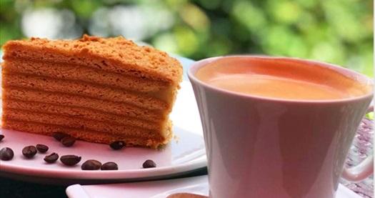 Burla's Boutique Cakes'te 2 dilim butik pasta ve 2 adet filtre kahve 39,90 TL! Fırsatın geçerlilik tarihi için DETAYLAR bölümünü inceleyiniz.