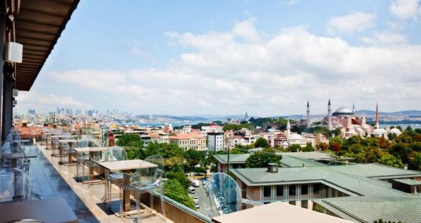 İstanbul'un en güzel manzarasına sahip Arcadia Blue Otel'de sahur ve iftar dahil çift kişilik 1 gece konaklama 395 TL! Fırsatın geçerlilik tarihi için DETAYLAR bölümünü inceleyiniz.