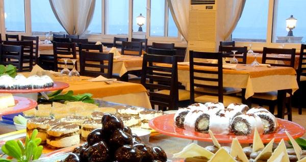 4 yıldızlı Girne Oscar Resort Hotel'de çift kişilik odada kişi başı 2 gece YARIM PANSİYON konaklama ve gidiş-dönüş uçak bileti 849 TL'den başlayan fiyatlarla! Detaylı bilgi ve size en uygun fiyatların sunulması için hemen 0850 532 50 76 numaralı telefonu arayın!