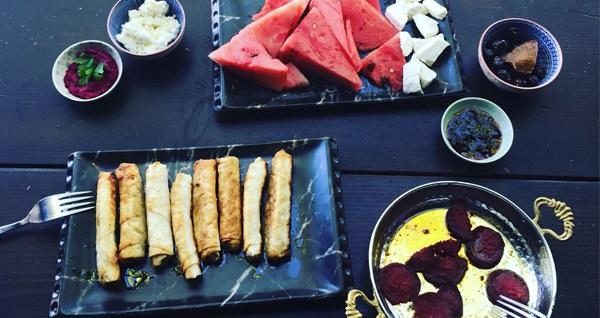 Efsunlu Bahçe'den deniz manzarası eşliğinde Türkan'ın geleneksel kahvaltı keyfi 39,90 TL! Fırsatın geçerlilik tarihi için DETAYLAR bölümünü inceleyiniz.