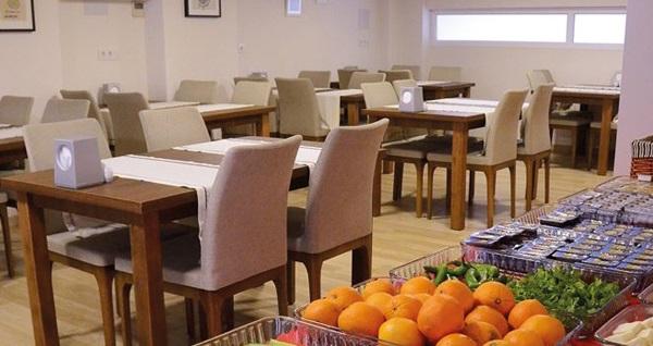 Çanakkale Parion House Hotel'de kordonda eşsiz Boğaz manzarası eşliğinde kahvaltı dahil çift kişilik 1 gece konaklama 235 TL! Fırsatın geçerlilik tarihi için DETAYLAR bölümünü inceleyiniz.