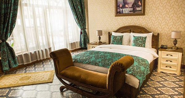 Kyrenia Palace Boutique Hotel'de kahvaltı dahil uçaklı konaklama paketleri kişi başı 887 TL'den başlayan fiyatlarla! Fırsatın geçerlilik tarihi için, DETAYLAR bölümünü inceleyiniz.