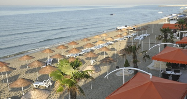 Kumburgaz Ronax Hotel'de plaj kullanımı kişi başı 45 TL! Fırsatın geçerlilik tarihi için DETAYLAR bölümünü inceleyiniz.