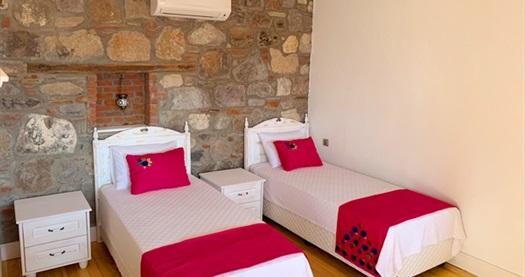 Urla Barbaros Köyü Adahan Butik Otel'de kahvaltı dahil çift kişilik 1 gece konaklama keyfi 249 TL! Fırsatın geçerlilik tarihi için, DETAYLAR bölümünü inceleyiniz.