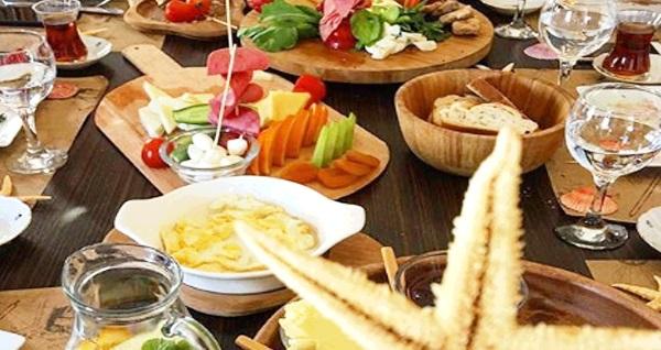 Ortaköy Yat Kulübü'nde Boğaz'a nazır tek kişilik serpme kulüp kahvaltı keyfi 25 TL! Fırsatın geçerlilik tarihi için DETAYLAR bölümünü inceleyiniz.