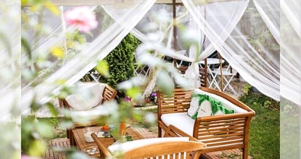 Büyükada Adapalas Butik Otel Secret Garden Restaurant'da limitsiz çay ve kahve eşliğinde kişi başı serpme kahvaltı 65 TL! Fırsatın geçerlilik tarihi için DETAYLAR bölümünü inceleyiniz.