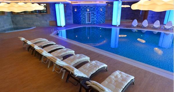 Güneşli Wyndham Grand İstanbul Europe Hotel'de Delux odada çift kişilik konaklama, açık büfe kahvaltı ve spa keyfi! Fırsatın geçerlilik tarihi için DETAYLAR bölümünü inceleyiniz.