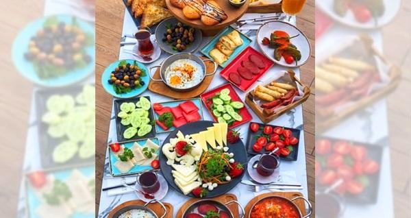Ataşehir Monna Cafe'de Türk kahvesi dahil serpme kahvaltı keyfi kişi başı 49,50 TL! Fırsatın geçerlilik tarihi için DETAYLAR bölümünü inceleyiniz.