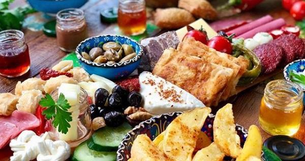 Yeşilköy Artisan Kitchen & Kalyan'da enfes serpme kahvaltı menüsü 29 TL! Fırsatın geçerlilik tarihi için DETAYLAR bölümünü inceleyiniz.