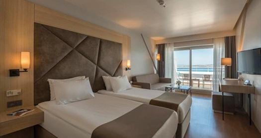 5 yıldızlı Çeşme Altın Yunus Resort&Thermal Hotel'de çift kişilik 1 gece YARIM PANSİYON konaklama 458 TL yerine 269 TL! Fırsatın geçerlilik tarihi için, DETAYLAR bölümünü inceleyiniz.