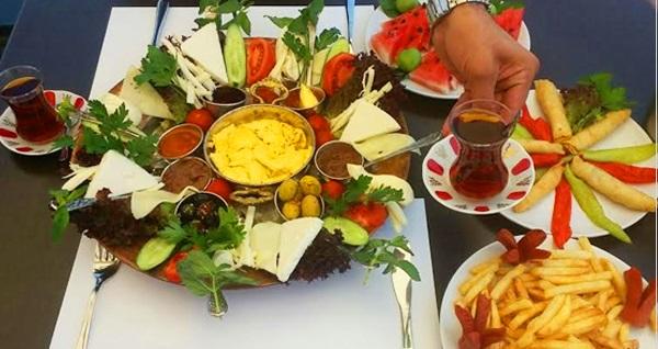 Süleymaniye Yeditepe Teras Cafe'de İstanbul manzarasına nazır enfes Diyarbakır köy kahvaltısı kişi başı 29,90 TL! Fırsatın geçerlilik tarihi için DETAYLAR bölümünü inceleyiniz.