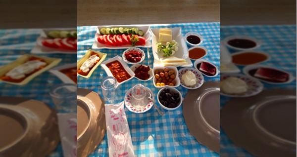 Çiçekliköy Cevizdibi Kahvaltı Evi'nde leziz serpme kahvaltı keyfi kişi başı 24,90 TL! Fırsatın geçerlilik tarihi için DETAYLAR bölümünü inceleyiniz.