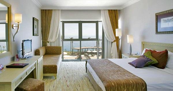 Girne Merit Park Hotel'de ULTRA HER ŞEY DAHİL uçaklı konaklama paketleri kişi başı 1.277 TL'den başlayan fiyatlarla! Detaylı bilgi ve size en uygun fiyatların sunulması için hemen 0850 532 50 76 numaralı telefonu arayın!