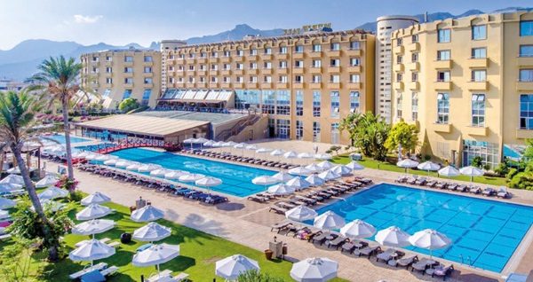 Girne Merit Park Hotel'de ULTRA HER ŞEY DAHİL uçaklı konaklama paketleri kişi başı 1.129 TL'den başlayan fiyatlarla! Detaylı bilgi ve size en uygun fiyatların sunulması için hemen 0850 532 50 76 numaralı telefonu arayın!