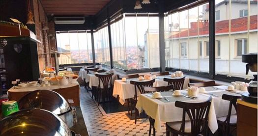 Hotel Pera Parma İstanbul'da açık büfe kahvaltı menüsü kişi başı 40 TL yerine 24 TL! Fırsatın geçerlilik tarihi için DETAYLAR bölümünü inceleyiniz.
