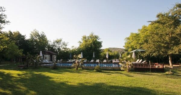 Ağva Shelale Hotel'in doğayla iç içe ortamında 1 adet meşrubat dahil günlük havuz girişi 39,90 TL! Fırsatın geçerlilik tarihi için DETAYLAR bölümünü inceleyiniz.