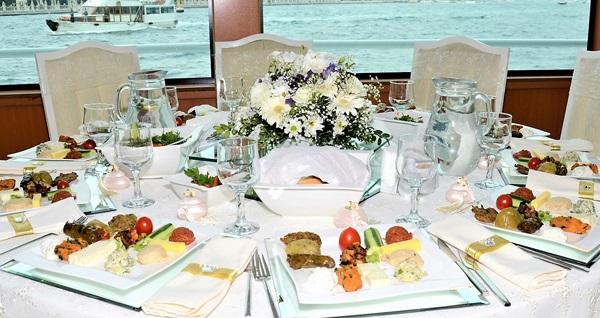 Küçük Prens Teknesi'nde enfes iftar menüsü 70 TL! Bu fırsat 19 Mayıs - 3 Haziran 2019 tarihleri arasında, iftar saatinde geçerlidir.