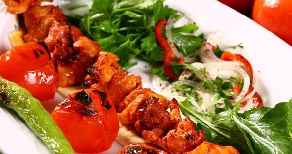 Beylerbeyi Ziya Şark Sofrası'nda kebap seçenekleri ile lezzet dolu iftar menüsü 97 TL! Bu fırsat 6 Mayıs - 3 Haziran 2019 tarihleri arasında, iftar saatinde geçerlidir.