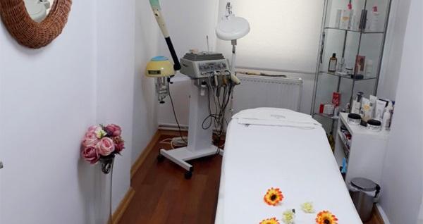 Üsküdar Esteemar Beauty Center'da 60 dk medikal cilt bakımı 250 TL yerine 120 TL! Fırsatın geçerlilik tarihi için, DETAYLAR bölümünü inceleyiniz.