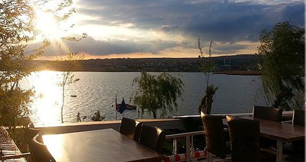 Mogan Gölü'ne nazır Bitez Yalısı'nda akşam yemeği keyfi kişi başı 75 TL yerine 49,90 TL! Fırsatın geçerlilik tarihi için DETAYLAR bölümünü inceleyiniz.