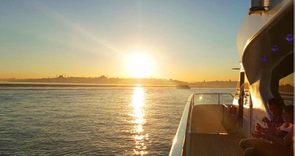 İncisu Tekneleri ile enfes lezzetlerden oluşan açık büfe kahvaltı 59,90 TL! Fırsatın geçerlilik tarihi için DETAYLAR bölümünü inceleyiniz.